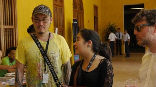 Los directores Burt Sun y André Costantini con una de nuestras reporteras