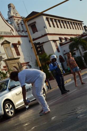Ni en Cartagena le molesta bloquear el tráfico