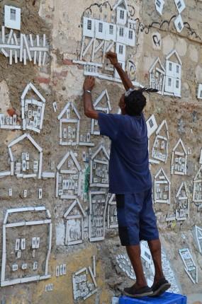 Habitante de la Calle Sierpe cuida obra de Borba