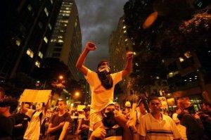las-protestas-se-extienden-a-varios-puntos-de-brasil-_595_396_184603