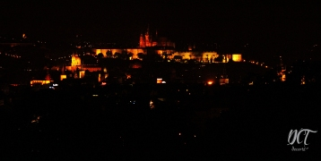 Castillo de Praga de noche desde Riegrovy